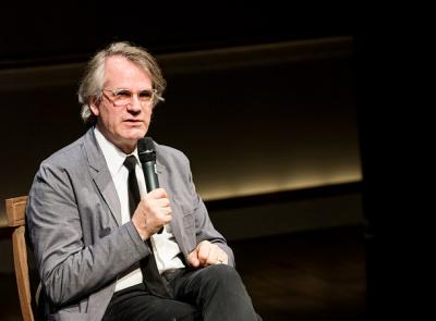 Bartlett Sher '81 in conversation after a special performance of Oslo. Photo courtesy of the International Piece Institute (CC BY 2.0)