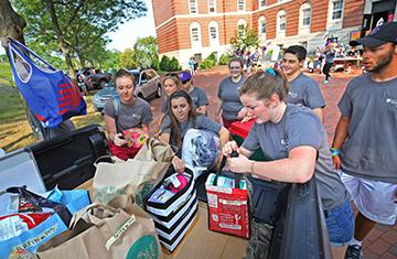 volunteers helping students move in to their residence halls