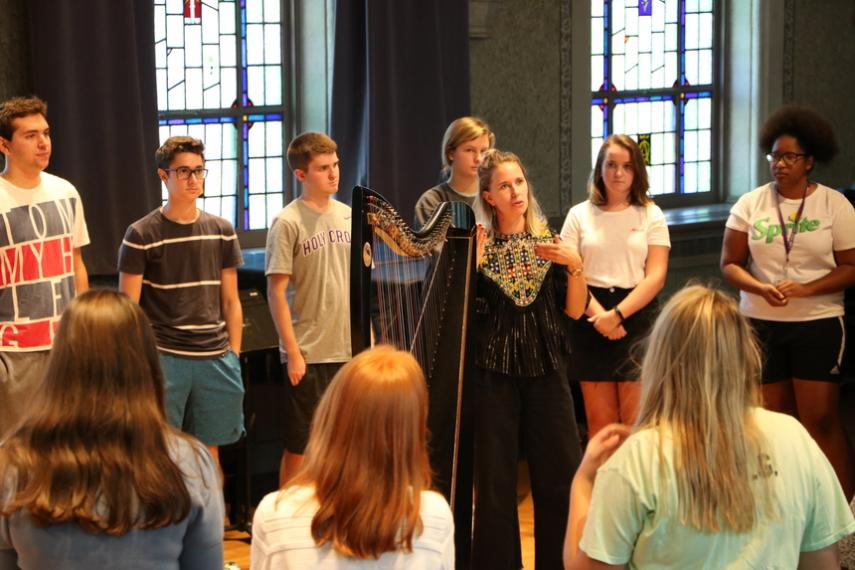 Silkroad artists Maeve Gilchrist (Celtic harp) and Edward Perez (bass) lead a workshop with Montserrat students in Brooks Hall